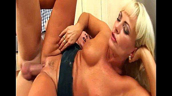Дилетантку телочку большегрудую жестко выебали жена инцест чешская