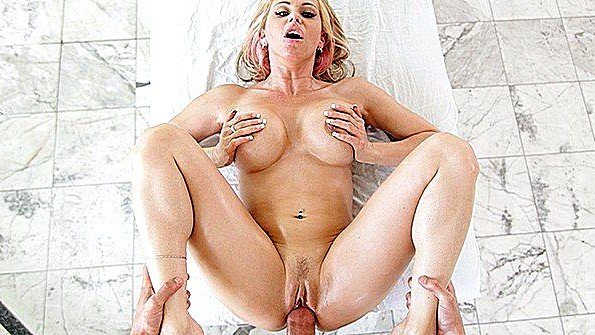 Красавицу с крупными дойками жестко дерут дамочка (Rachel Roxxx)