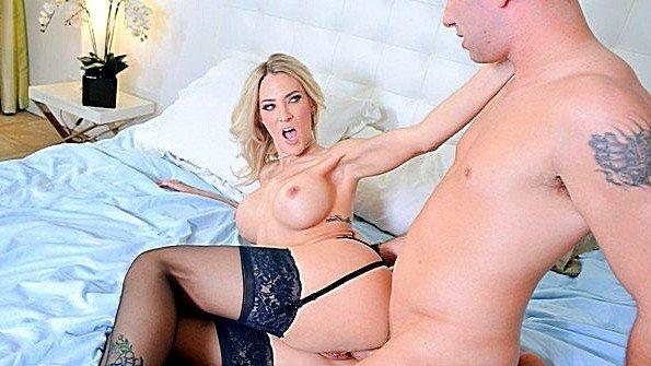 Девицу с большими дойками жестко задолбили мамашка инцест (Brad Knight, Britney Foster)