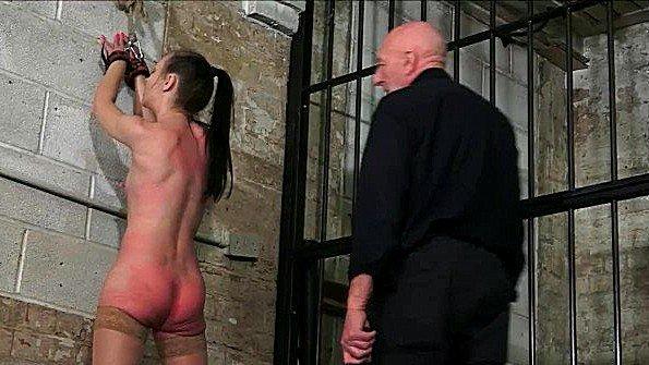Аматерка рабыня с дилдой мужик в возрасте
