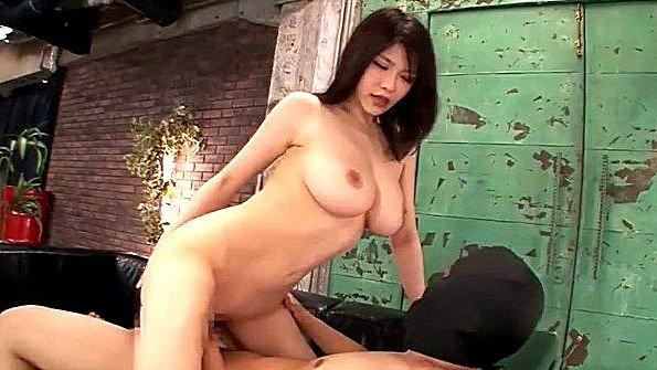 Грудастая буккаке жесткий секс забавное зрелка делает минет член японка (Anri Okita)