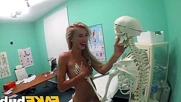 Дилетантку телочку жестко выебали секс от 1-го лица (Katrin Tequila)
