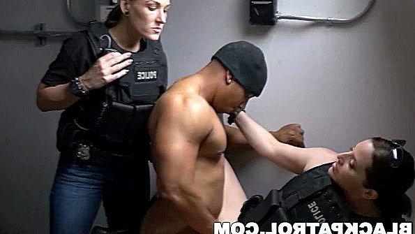 Сисястая толстожопая секс втроем жесткий трах зрелая с негром темнокожая ролевые игры (Charley Hart)