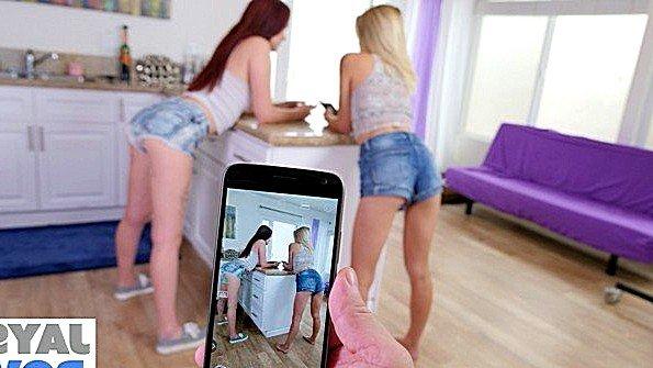 Блондиночка порево втроем инцест горячая с маленькими титьками отсасывает пенис молоденькая на камеру рыжая (Alice Coxxx, Madison Hart)