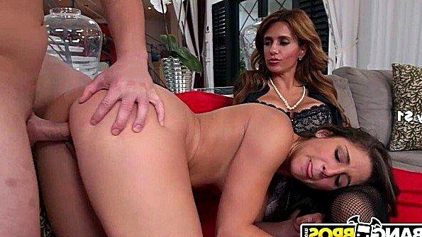 С большими дойками толстожопую втроем жестко задолбили мамашка инцест 19-ти летняя (Abella Danger, Mia Rider)
