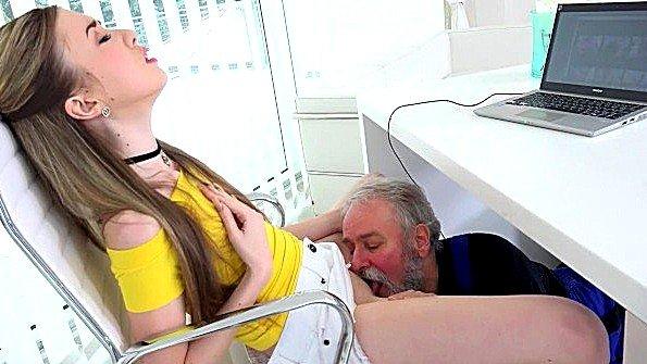 Телушку жестко дерут сексуальная с небольшими сиськами юная русские старик (Empera)