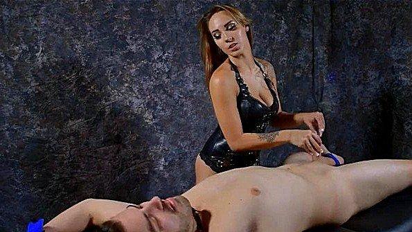 Скованная подрочила хуй горячая (Sasha Foxxx)