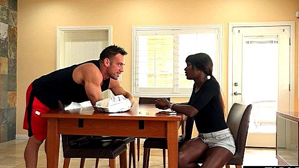 Инцест со спермачём возбужденная с маленькими сисями афро-америнканка (Ana Foxxx, Johnny Castle)