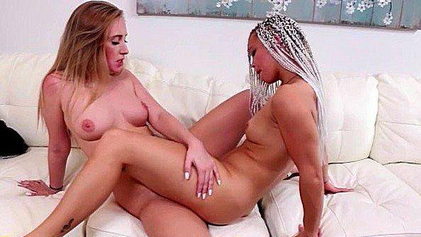 Девица классная лижет манду лесбиянки стройная 19-ти летняя (Ashley Luvbug, Harley Jade)