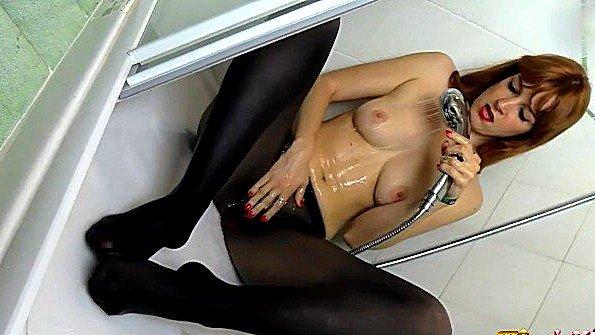 Треплет пилотку рыжая секс-игрушкой соло сексуальный стриптиз (Irina Vega)