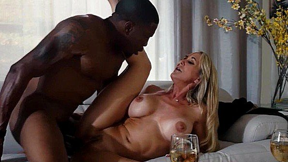Блонда сисястая большим членом зрелая с негром (Brandi Love, Isiah Maxwell)
