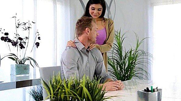 Грудастая брюнетка на массаже (Brenna Sparks, Ryan Mclane)