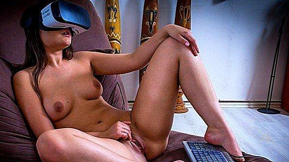 Девка делает куни с плоской грудью онанирует вагину (Anina Silk)