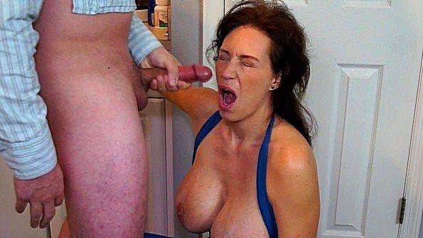 С большими дойками огромным хуем девушка мамашка насосалась елду (Charlee Chase, Mark Rockwell)