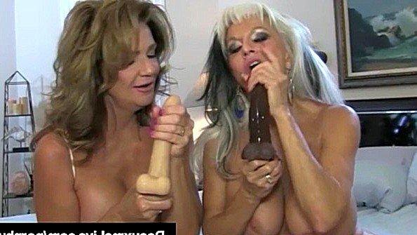 С большими дойками лесбиянки с сексигрушками бабка (Deauxma, Sally Dangelo)