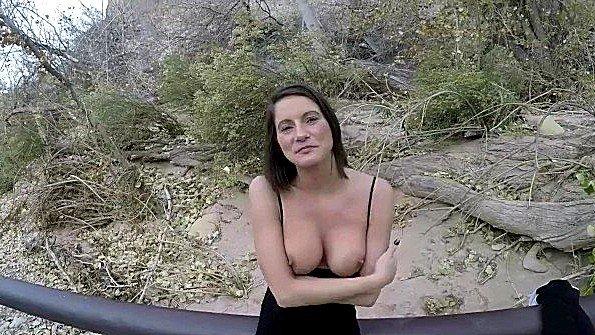 Дилетантка большегрудая жена секс от 1-го лица в общественном месте