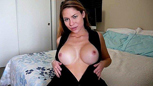 Любительница с большой грудью в возрасте секс от 1-го лица (Ashley Alban)