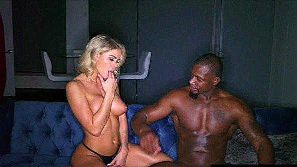 Блондинка грудастая большим хуем куннилингус с негром делает минет член (Jessa Rhodes)