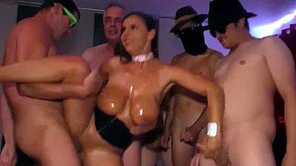 Телка толпой жена немка (Sexy Susi)
