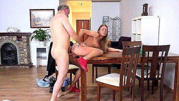 сынок трахает женщину