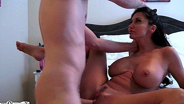 Грудастая жопастая брюнетка жесткий секс зрелка изнасилование от 1-го лица (Ava Addams, James Deen)