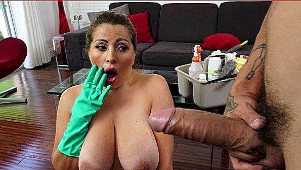 С крупными дойками с толстой жопой толстым хуем телушку жестко дерут дамочка мулаточка (Alessandra Miller)