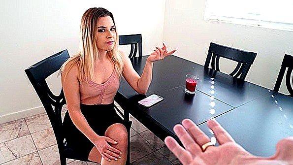 Блондинка жопастая большим хуем жесткий секс от 1-го лица (Aubrey Sinclair)