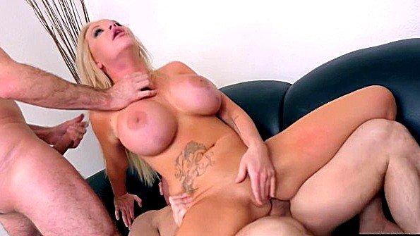 Блонда сисястая ганг-банг с двойным проникновением жесткий трах изнасиловали (James Deen, John Strong, Mr. Pete, Rachele Richey)
