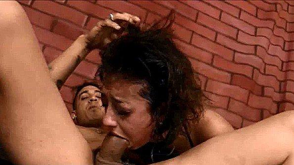В попец с большой грудью огромным членом жестко трахнули изнасиловали латинка