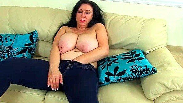 Аматерка британка дамочка тискает клитор соло мамка стриптиз