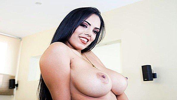 С большими дойками с большой попой мамашка инцест гладит письку от первого лица соло (Katrina Moreno, Taurus)