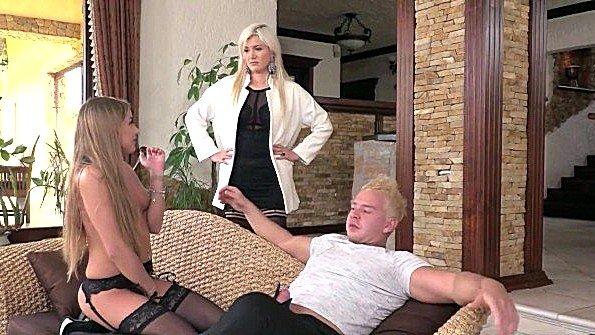 Телочку большегрудую жопастенькую крупным членом ебля втроем жестко выебали русские (Chad Rockwell, Layla Price, Sofi Goldfinger)