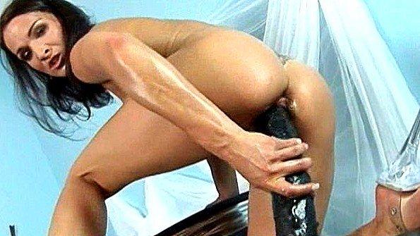 Телка молодуха секс-игрушкой