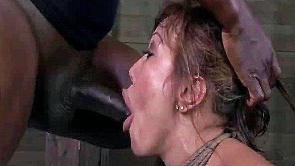Азиаточку с крупными дойками перевязанная ебля втроем жестко дерут дамочка с негром (Ava Devine)