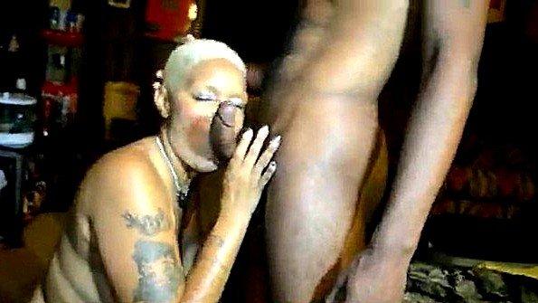 Большегрудая крупным членом домашнее жена афро-америнканка
