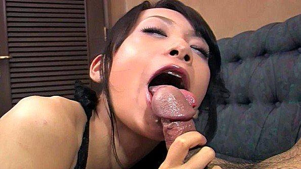 Телушка сексуальная пососала ствол японка