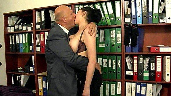 С большой грудью жестко трахнули мужик в годах чешская (Shione Cooper)
