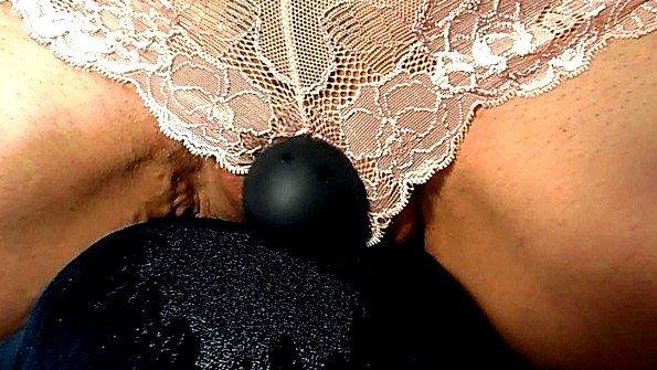 Аматерка мамка с дилдой оргазм со сквиртом