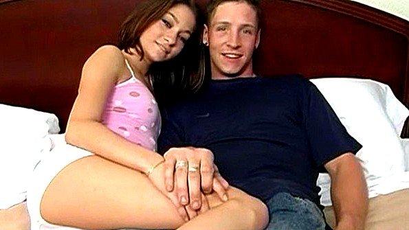 Аматерка сексуальная с небольшими сиськами (Brittany James)