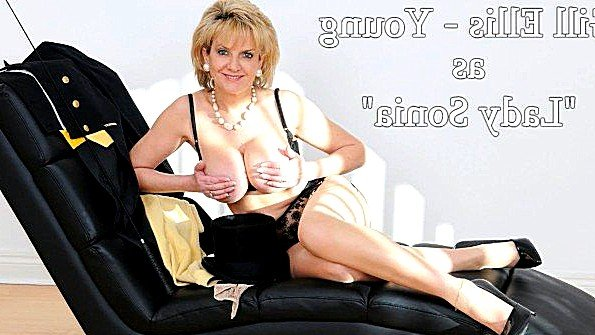 С большой грудью писсинг на виду у всех матюрка (Lady Sonia)