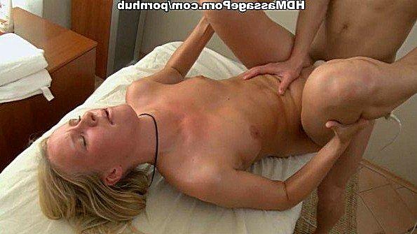 Сучка худая на массаже 18-ти летняя