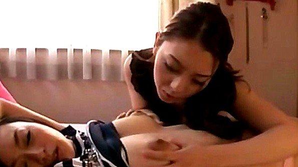 Аматерка с крупными дойками лесбиянки японка