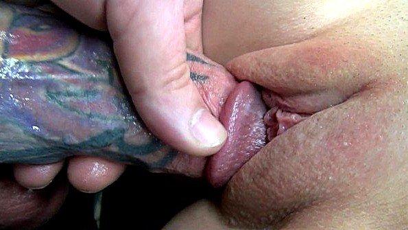 Аматерша массивным хуем с текущей спермой от 1-го лица