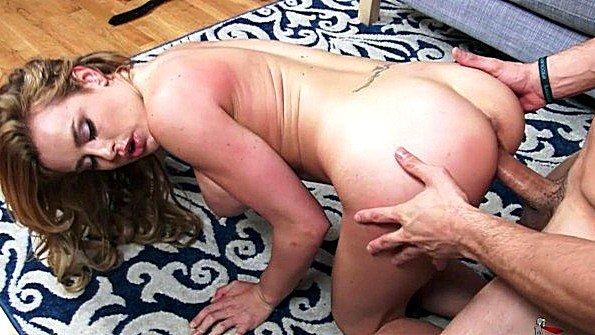 Девоньку с большой грудью жестко трахнули в возрасте (Corinne Blake)