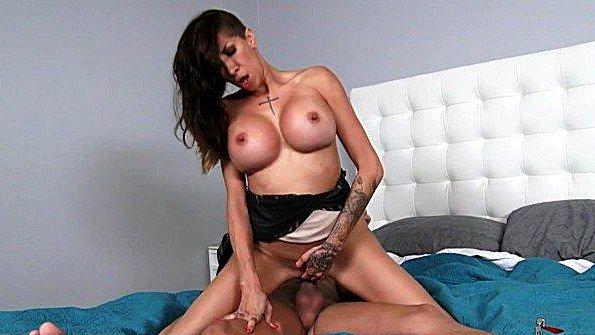 Грудастая брюнетка жесткий секс зрелка (Kayla Carrera, Xander Corvus)