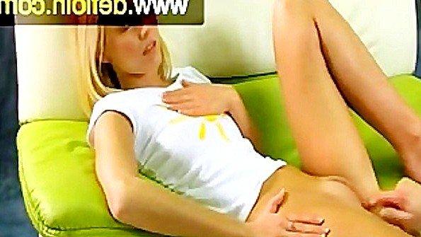 Любительница блондинка молодая