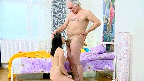 любительское порно жена трахает мужа страпоном