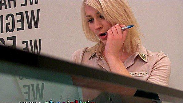 Блондиночка ласкает киску молоденькая чешская (Tracy Lindsay)