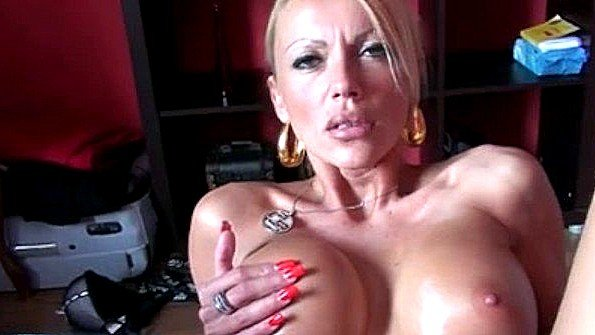 Аматерка берет в рот болт немка секс от первого лица (Kada Love)