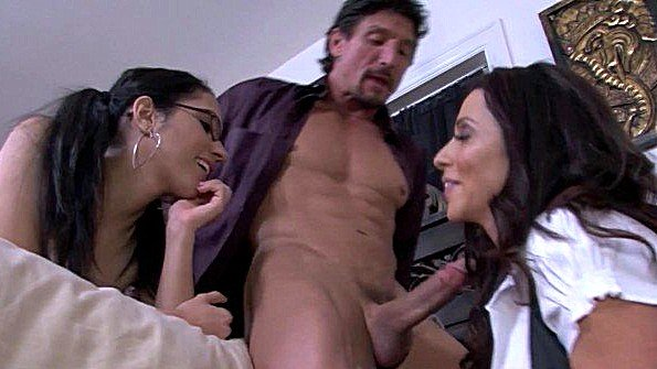 Трах втроем мамаша инцест смуглянка (Ariella Ferrera, Tia Cyrus, Tommy Gunn)
